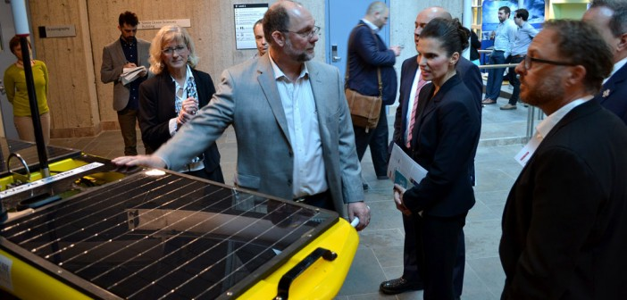 Minister of Science, Kirsty Duncan, tours OTN